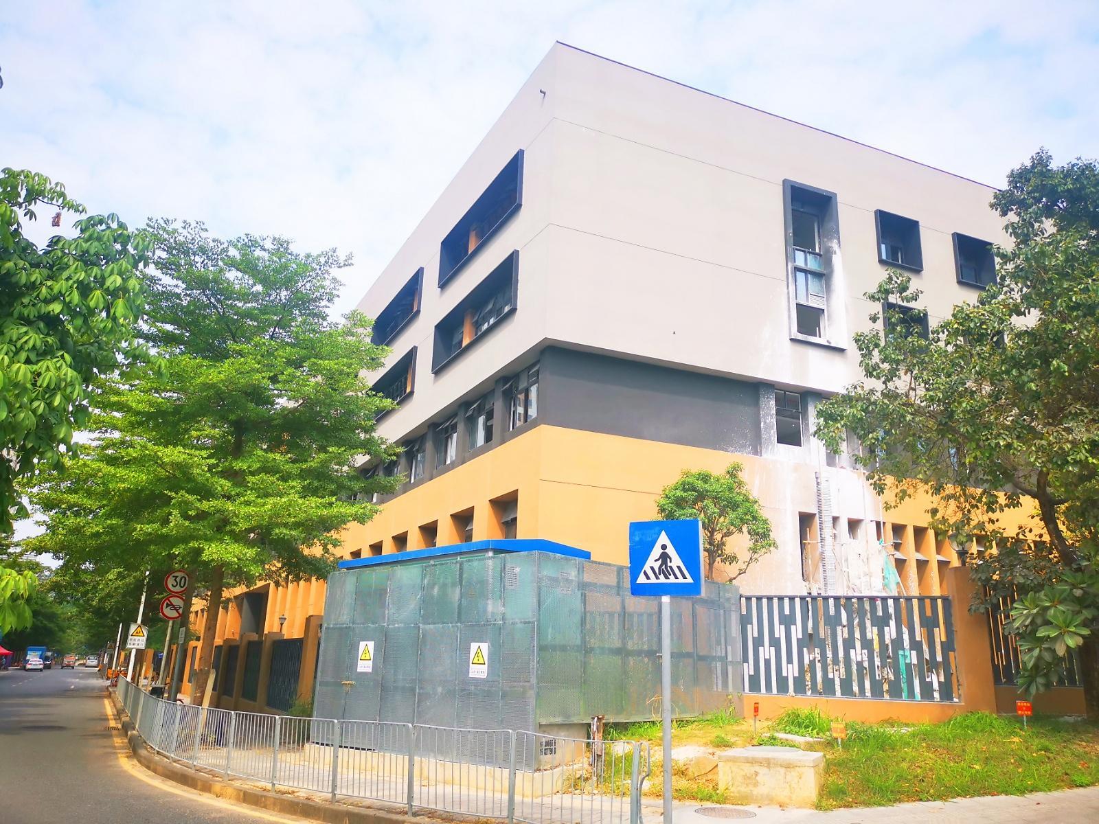 深圳市龙华新区龙腾学校(小学部)2