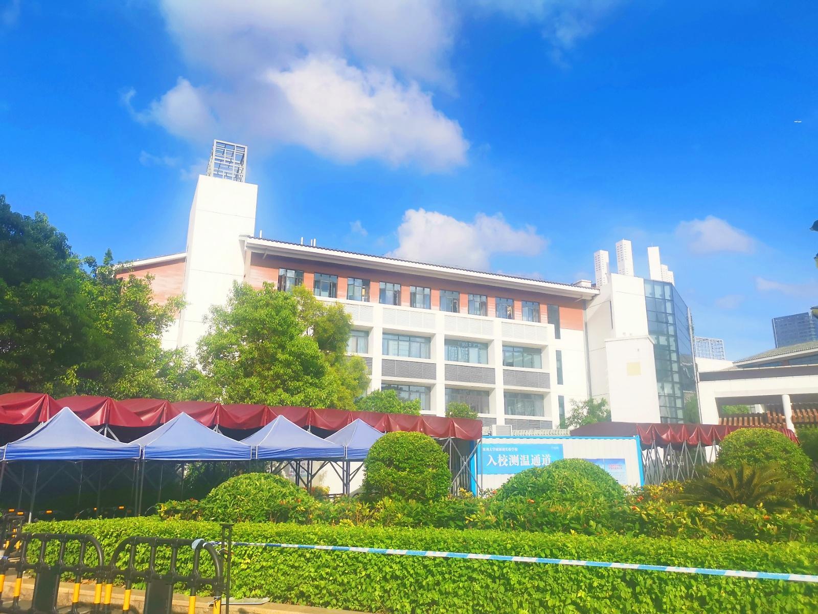 深圳大学城丽湖实验学校(初中部)1